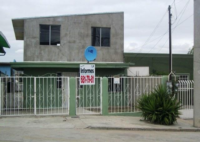 Casa en venta en lomas de la presa cv44 for Casas jardin veranda tijuana